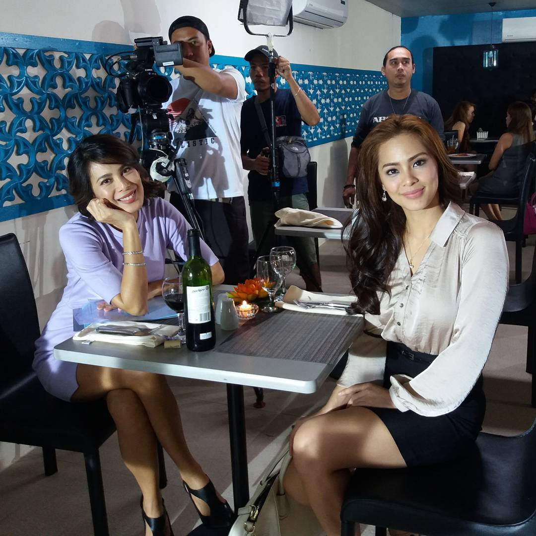 On the set of Till I Met You: Loren Burgos as Madison